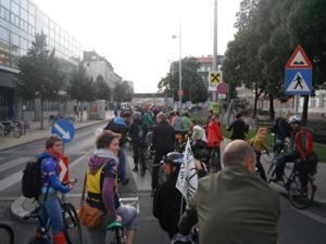 an image named bicycle/2012_09_cm_images/cm_201209__08.jpg
