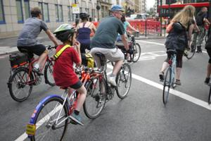 an image named bicycle/2014_08_cycling_in_london_images/cycling_in_london_05.jpg