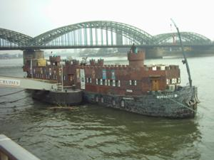 an image named reisen/2008holland_images/01_burgboot.jpg
